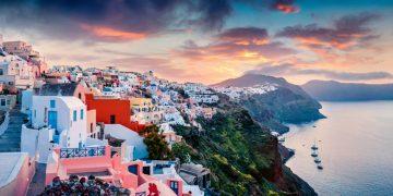 Santorini – Hòn đảo đẹp tựa thiên đường tại Hy Lạp