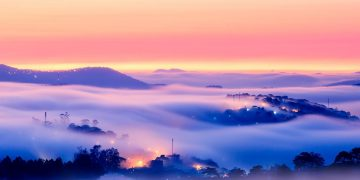 Khoảnh khắc Đà Lạt chìm trong sương đẹp tựa chốn thiên đường