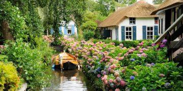 Ngôi làng cổ tích Hà Lan – Không có đường lớn, không có xe hơi nhưng hút khách tham quan