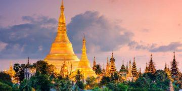 Toàn cảnh ngôi chùa dát cả tấn vàng và hàng ngàn viên kim cương, hồng ngọc