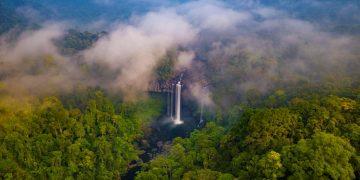 Leo rừng, băng suối tìm thác nước đẹp ngoạn mục giữa đại ngàn Gia Lai