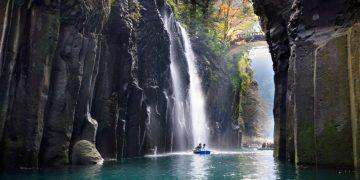 Hẻm núi Takachiho bí ẩn được tạo ra từ nham thạch đẹp tựa chốn tiên cảnh