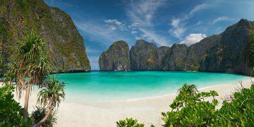 Koh Phi Phi Leh – 1 Trong Những Bãi Biển Đẹp Nhất Thái Lan