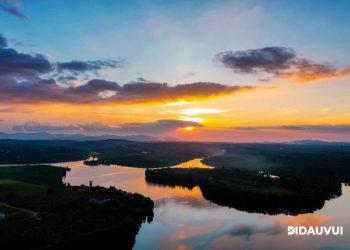 Ngắm hoàng hôn tuyệt đẹp trên hồ Cánh Bướm Bảo Lâm